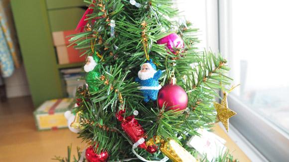 赤ちゃん大喜びのはじめてのミニクリスマスツリー