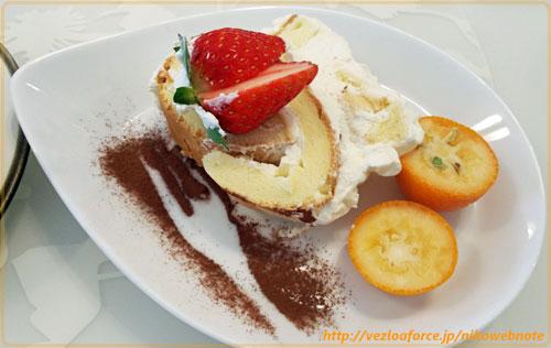 ケーキと金柑