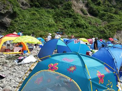 ヒリゾ浜岩場テント