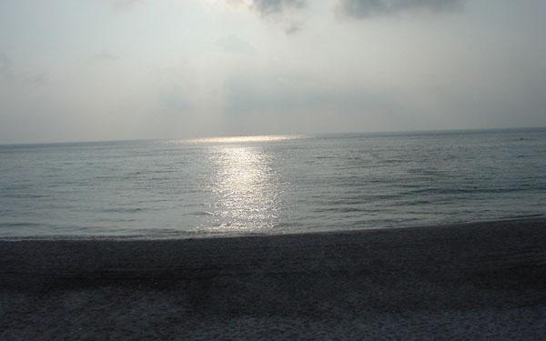 誰もいない海岸