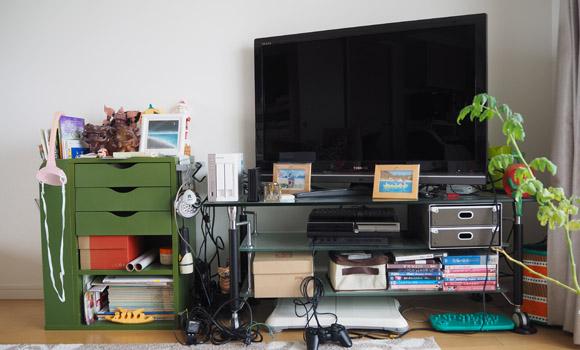 大画面テレビ中心のリビング